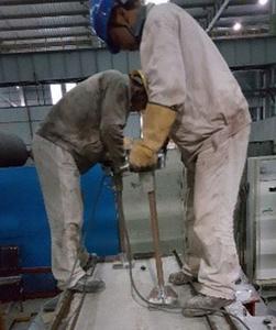 用于镀锌或锌涂层的钢板涂层生产线是一项重要的投资,其基础是建立在高产量上。 这些生产线的核心是涂层罐,钢板与熔融金属涂层接触的地方。 由于镁、锌或铝是这些涂层的主要成分,耐火材料的质量和性能至关重要。