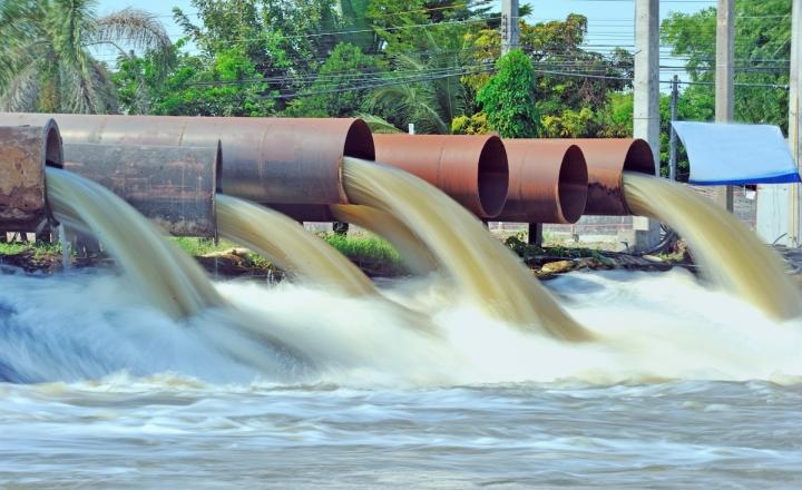 Les eaux usées industrielles sont responsables de 16 % des prélèvements annuels d'eau douce dans le monde. Cet effluent est généralement composé de particules, de micro-organismes et de produits chimiques qui peuvent nuire aux écosystèmes et s'infiltrer dans l'approvisionnement humain en eau potable.