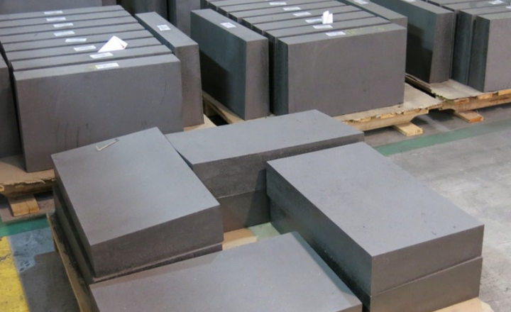Les briques à base d'Al2O3-SiC-C offrent une excellente résistance à l'oxydation et à la corrosion tout en résistant à des cycles de choc thermique extrêmement élevés